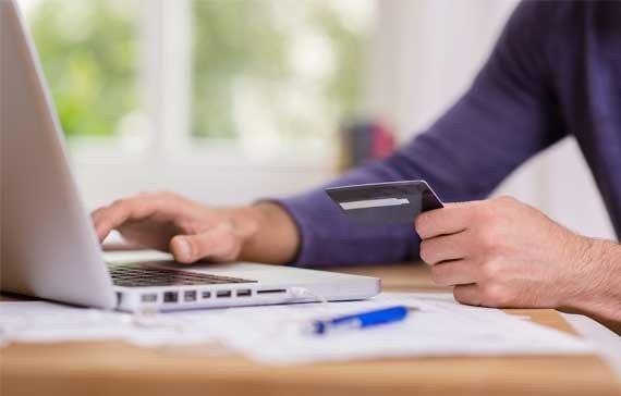 Firma de rent a car iti poate bloca cardul de debit