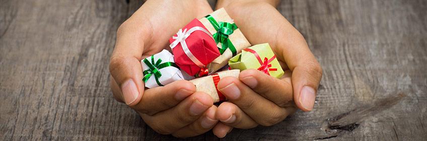 Ce cadouri le poti oferi celor dragi?