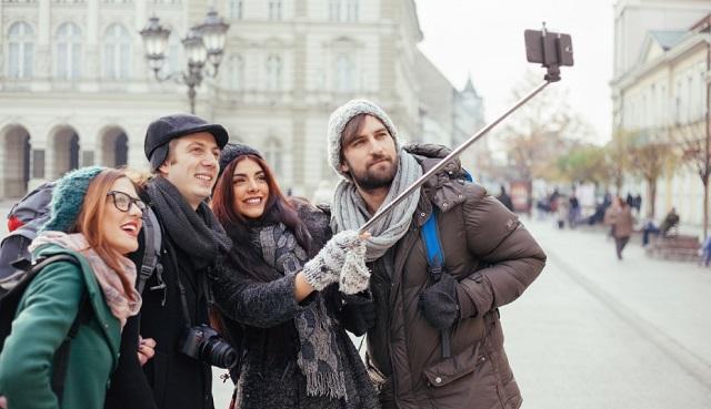De ce ai nevoie de un selfie stick, si cum il alegi?