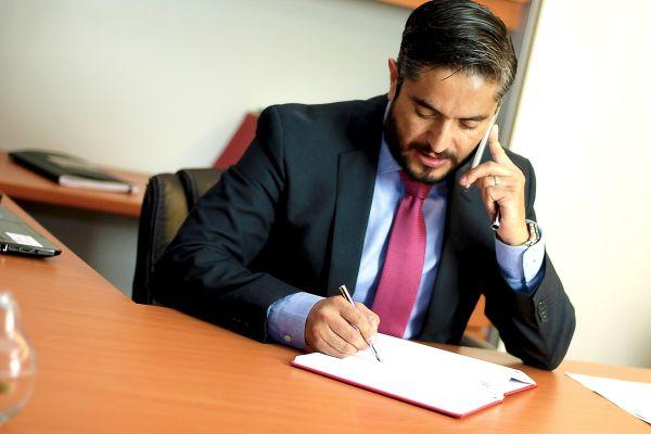 Care sunt serviciile prestate de catre un avocat de drept civil?