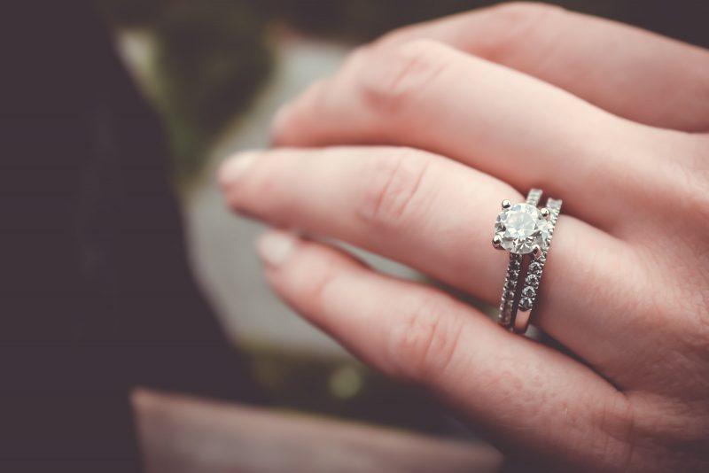 Care sunt diferitele tipuri de stiluri de inel de logodna?